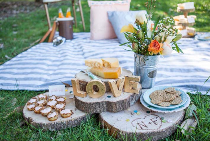 Picnic wedding party