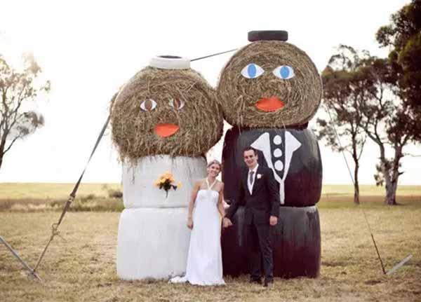 cute cartoon bride and groom wedding photo area