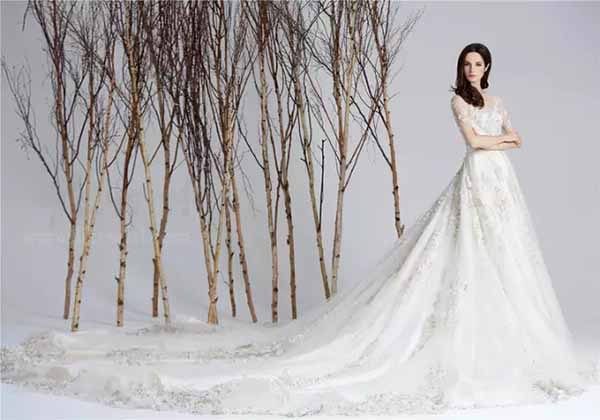 lace-wedding-dresses-with-big-train
